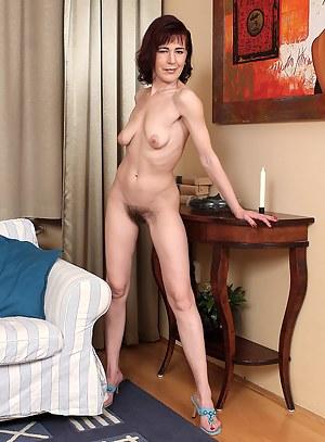 Free Petite Moms Porn Pictures