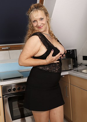 Free Moms Skirt Porn Pictures