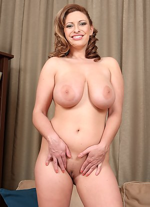 Free Moms Nipples Porn Pictures